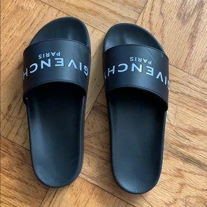 Givency Slides